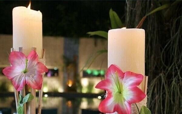 Festa havaiana com velas decorativas