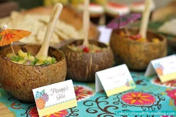 Festa havaiana cuias de cocos para comida