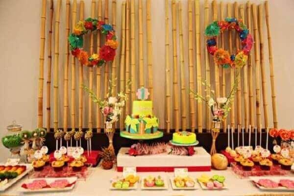 Festa havaiana decoração bambu
