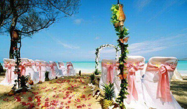 Festa havaiana decoração de casamento na praia