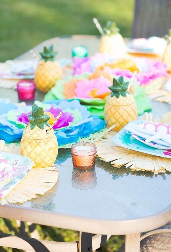 Festa havaiana enfeites sobre a mesa