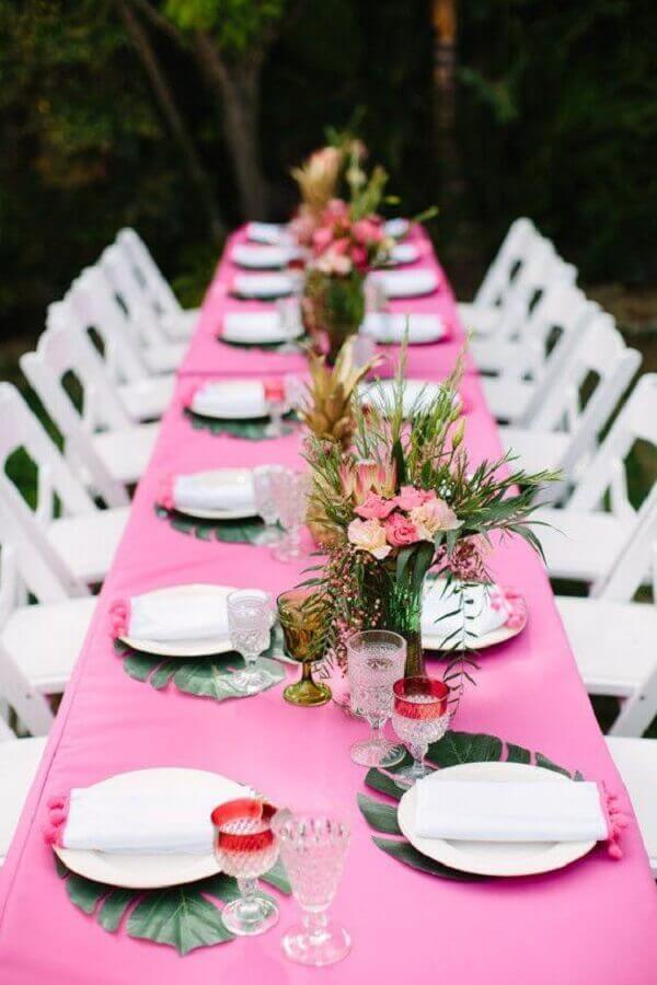 Festa havaiana mesa com toalha rosa