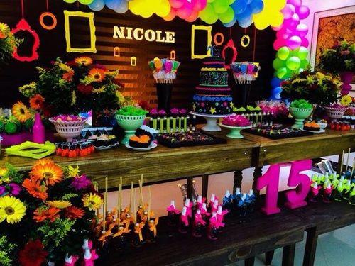 Festa neon aniversário 15 anos