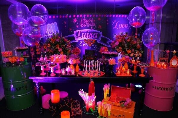 Festa neon bolo decorado