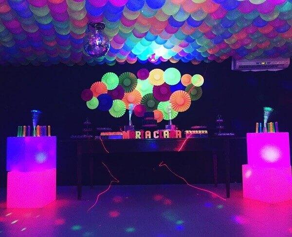 Festa neon de aniversário