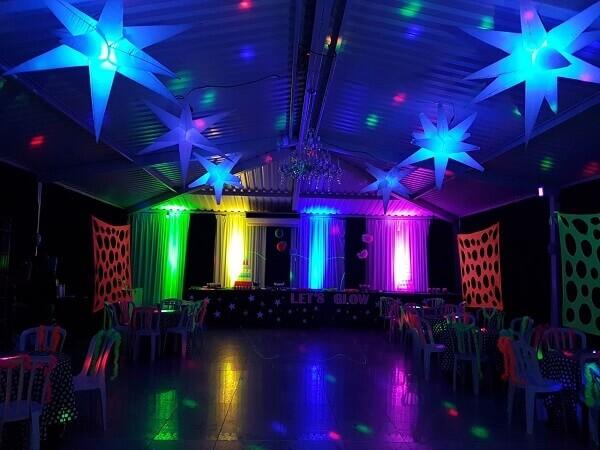 Festa neon decorada