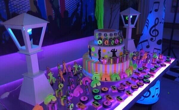 Festa neon para adulto