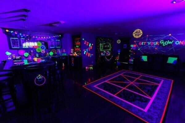 Festa neon para aniversários