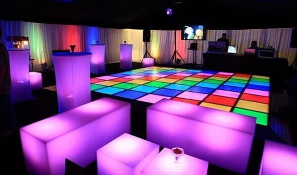 Festa neon pista de dança 15 anos