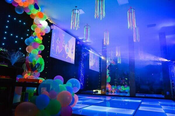 Festa neon pista de dança
