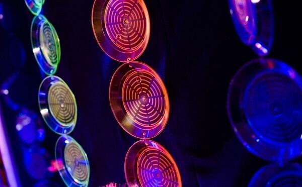 Festa neon pratinhos coloridos