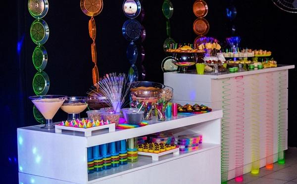 Festa neon simples e barata