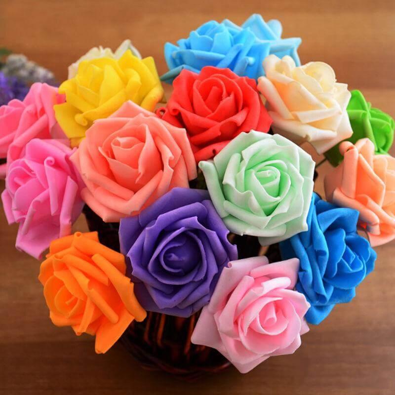 O buquê com flore de EVA colorido tem seu charme
