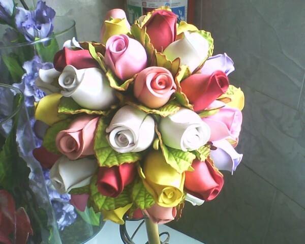 7e9d4cfce Flores de EVA de rosas em cores diversas Foto de Elaine Flores EVA