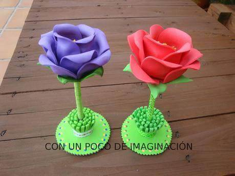 Flores de EVA em base verde Foto de Color Your World Happy