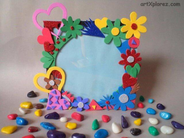 Porta-retrato com flores e outros detalhes de EVA