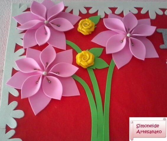 Flores de EVA rosa em painel