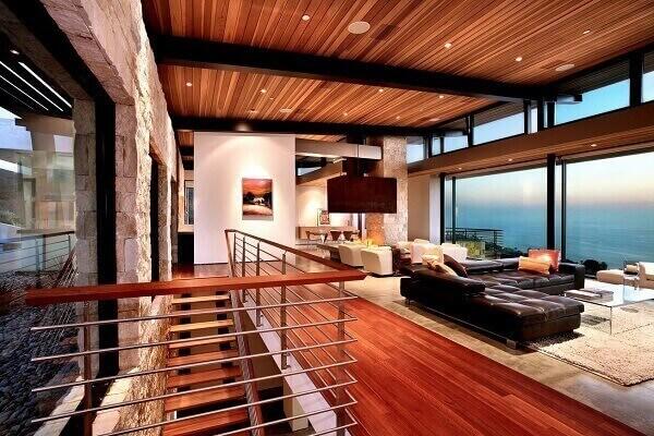 Forro de madeira em casa luxuosa