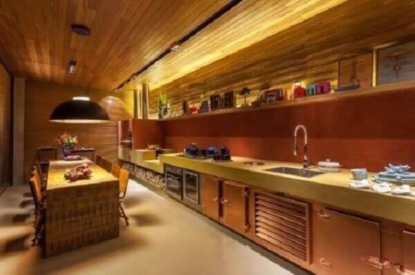 Forro de madeira em cozinha moderna