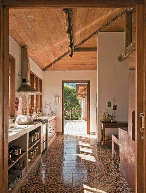 Forro de madeira em cozinha