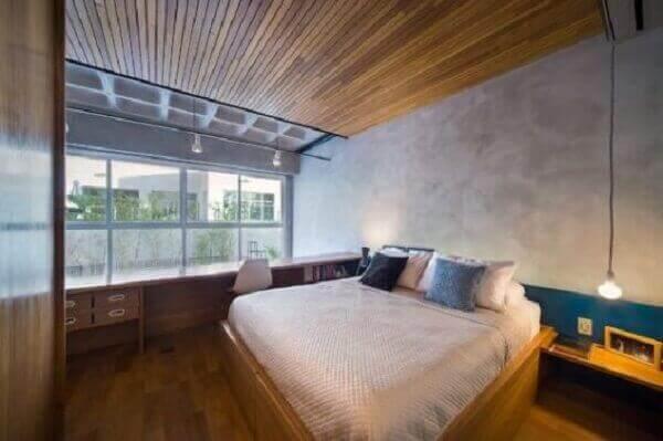 Forro de madeira em quarto de casal sofisticado