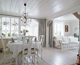 Forro de madeira pintado em branco em sala de jantar
