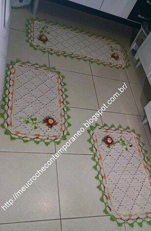 Jogo de tapete de crochê para cozinha com borda verde e flores Foto de Meu Crochê Contemporâneo