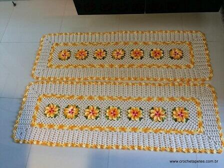 Jogo de tapete de crochê para cozinha com detalhes e flores amarelos Foto de Crochê Tapetes