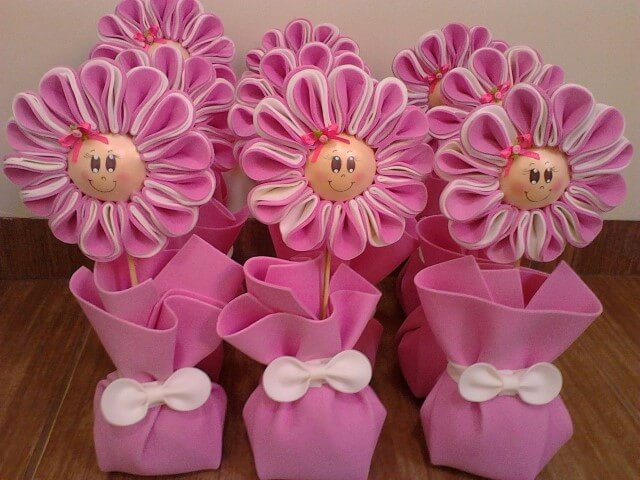 Lembrancinha com flores de EVA