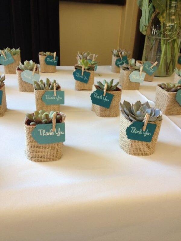 Lembrancinhas de 15 anos cestinha com plantas