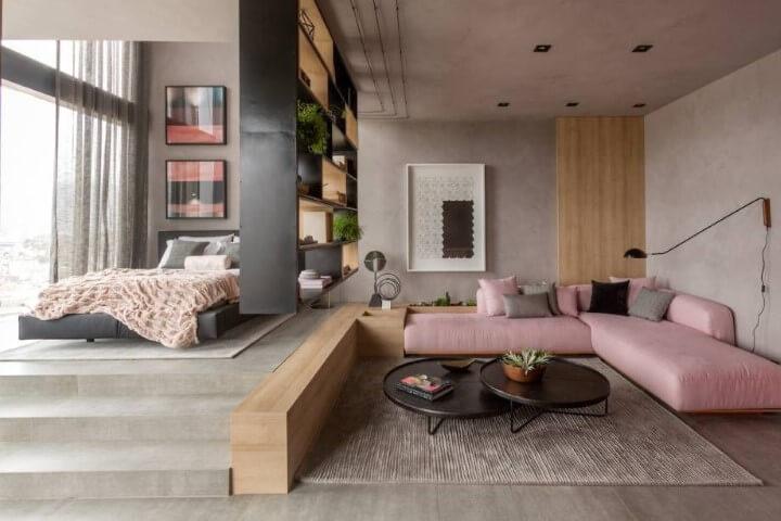 Loft com sofá em tons de rosa Projeto de Casa Cor Rio