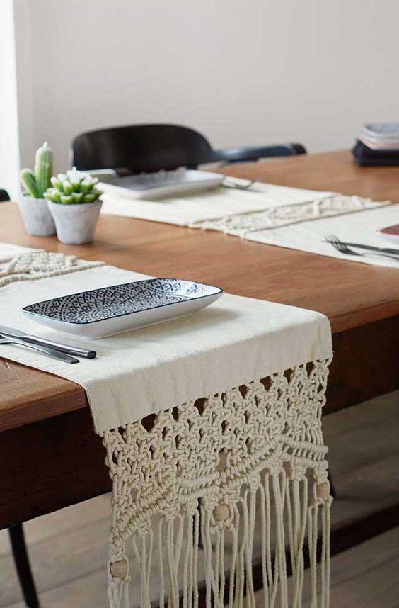 Mesa de jantar com souplat em macrame
