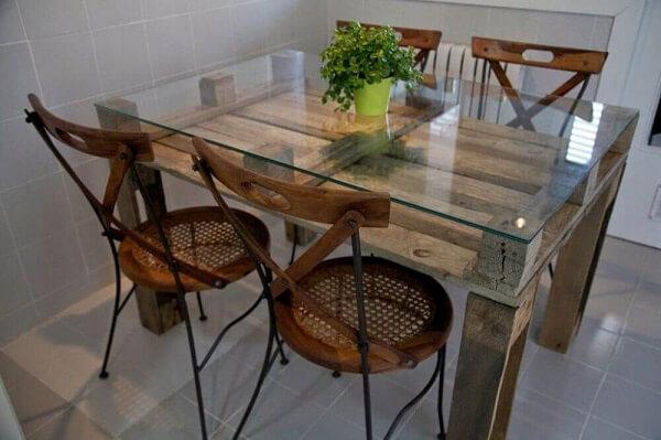 Mesa para sala de jantar feita em pallet
