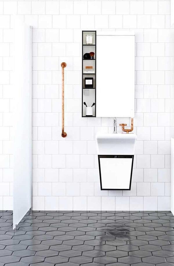 Modelo de nicho para banheiro com decoração minimalista