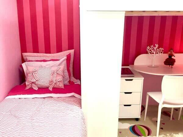 Modelos de quarto de menina rosa pequeno com escrivaninha