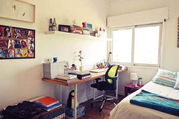 Modelos de quarto de solteiro pequeno com espaço para home office