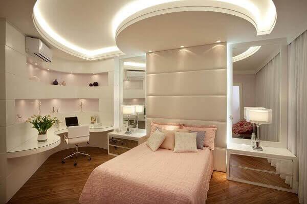 Modelos de quartos de meninas com piso de madeira