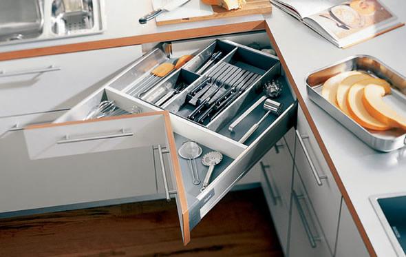 Organizador de gavetas na gaveta do canto da cozinha