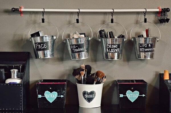 Organizador de maquiagem em baldinhos