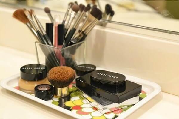 Organizador de maquiagem em bandeja