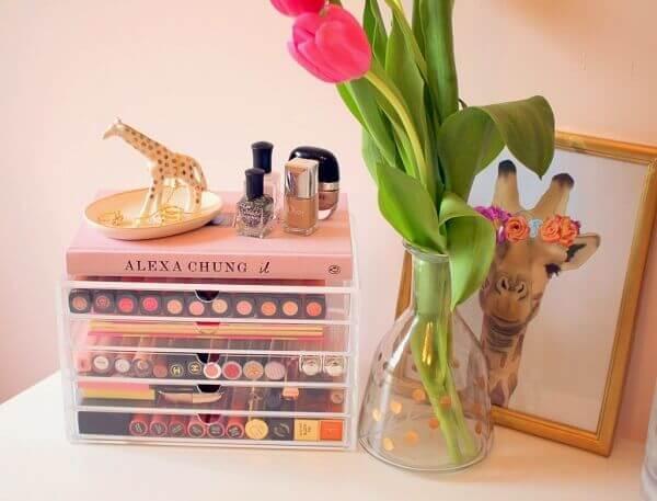 Organizador de maquiagem em caixa pequena