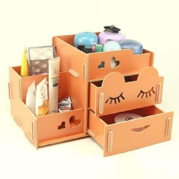 Organizador de maquiagem em caixinha de madeira pequena