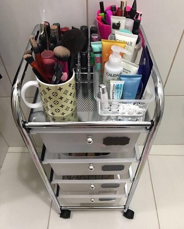 Organizador de maquiagem em carrinho