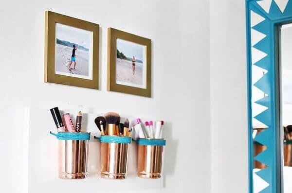 Organizador de maquiagem em parede