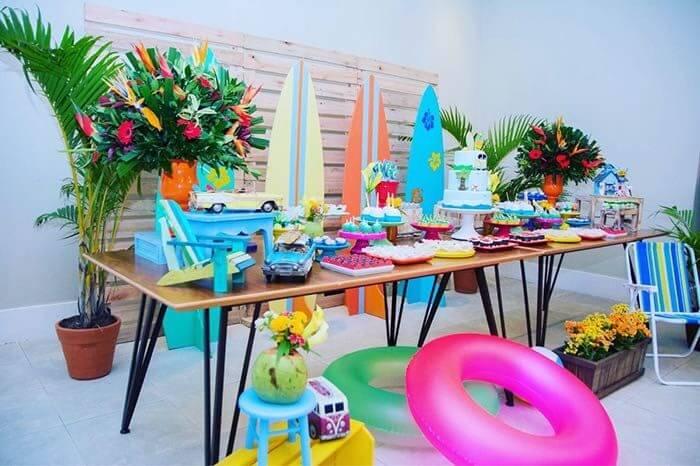 Painel de pallet para festa com temática de surf
