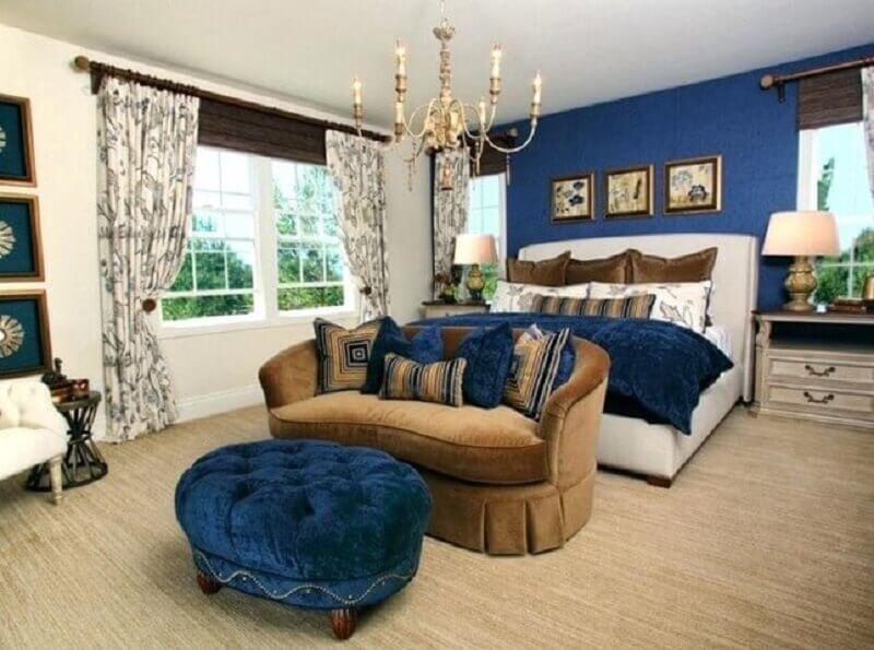 Parede azul royal em quarto sofisticado Foto NH Firefighters