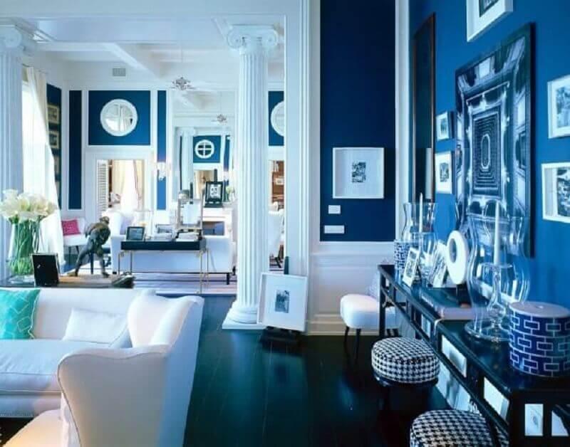 Paredes em tons de azul royal Foto Yandex