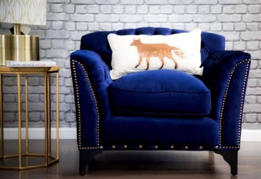 Poltrona azul royal com visual sofisticado Foto Mamalu
