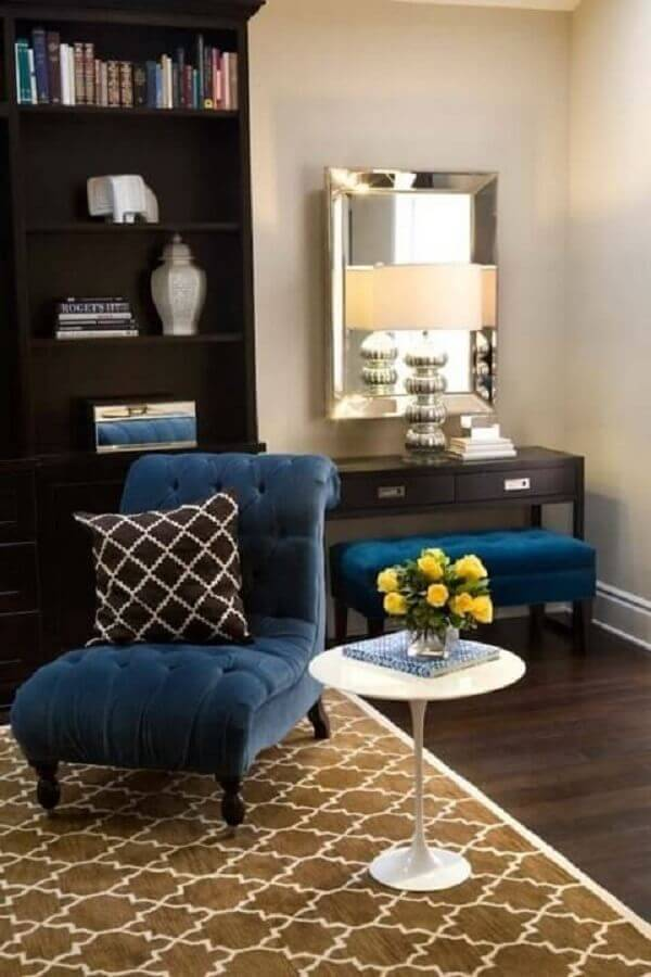 Poltrona azul royal em sala charmosa Foto Dekoration Ideen Galerie
