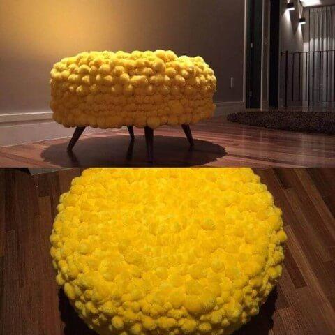 Puff de pneus amarelo
